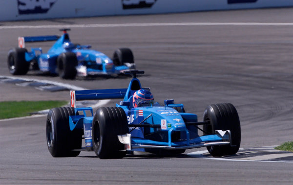 2001 American Grand Prix - RaceIndianapolis, United States. 30th September 2001.Jenson Button, Benetton Renault B201, action.World Copyright: Steve Etherington/LAT Photographicref: 18mb Digital Image