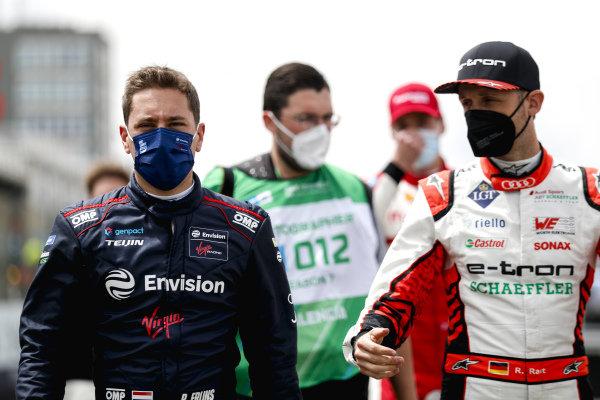 Robin Frijns (NLD), Envision Virgin Racing, and Rene Rast (DEU), Audi Sport ABT Schaeffler, on the grid
