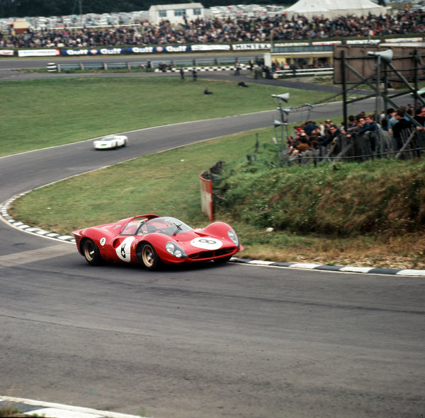 1967 BOAC 500.Brands Hatch, Great Britain.30 July 1967.Paul Hawkins/Jonathan Williams (Ferrari 330P4), 6th position.Ref-3/3122.World - LAT Photographic