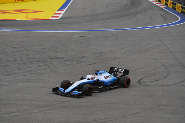 George Russell, Williams Racing FW42, runs wide