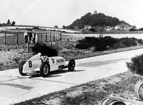 Nurburgring, Germany. 28 July 1935.Hanns Geier (Mercedes-Benz W25), 7th position, action. World Copyright: LAT Photographic.Ref:  RF 35GER
