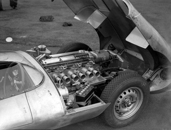 Le Mans, France.Jaguar D-type engine.Ref-Motor 626/53.World Copyright - LAT Photographic