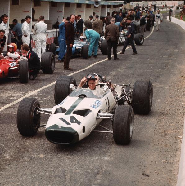 Brands Hatch, England.14-16 July 1966.Bruce McLaren (McLaren M2B Serenissima) 6th position.Ref-3/2258.World Copyright - LAT Photographic