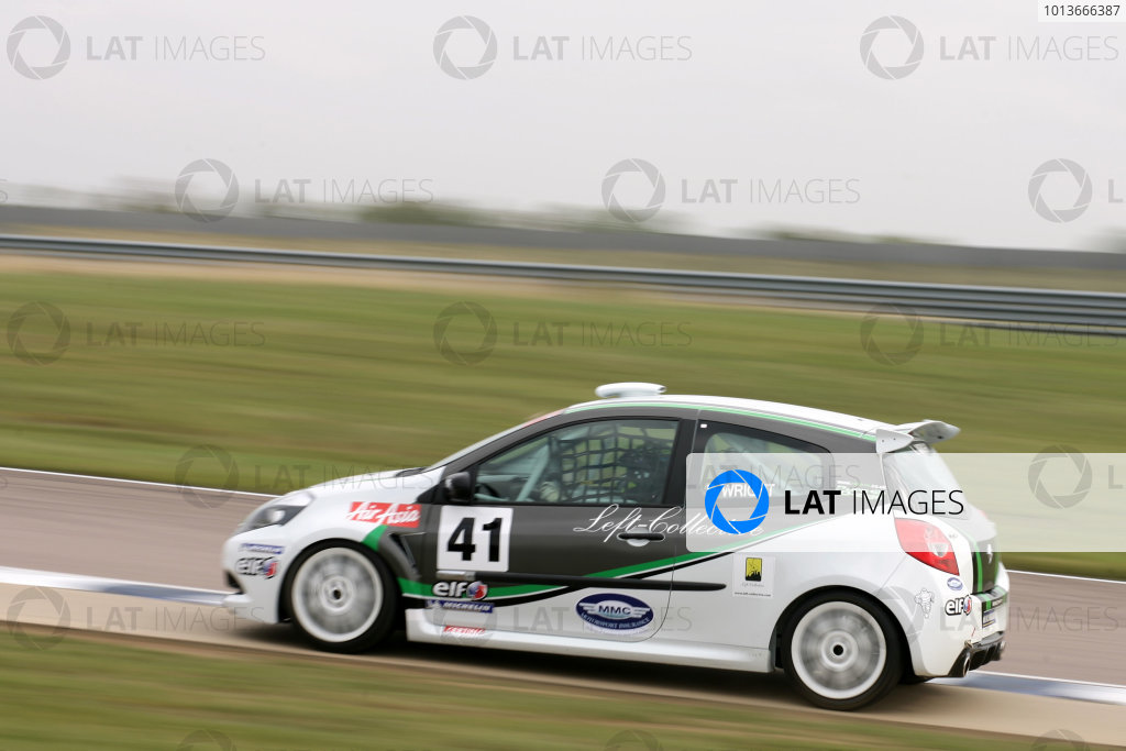 Rockingham, Northamptonshire. 17th - 18th September 2011.Luke Wright (GBR) Suderia Vittoria Renault Clio Cup.World Copyright: Ebrey/LAT Photographic.