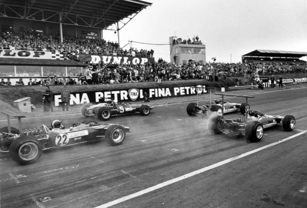 1968 British Grand Prix.Brands Hatch, Great Britain. 20 July 1968.Jackie Oliver, Lotus 49-Ford, retired, leads Graham Hill, Lotus 49B-Ford, retired, Chris Amon, Ferrari 312, 2nd position, and Jo Siffert, Lotus 49B-Ford, 1st position, at the start, action.World Copyright: LAT PhotographicRef: Motor b&w print