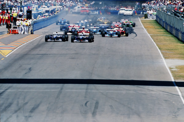Adelaide, Australia. 10-12 November 1995. Damon Hill moves over on teammate David Coulthard (both Williams FW17B Renault's) at the start of the race. Ref-95 AUS 01. World Copyright - LAT Photographic