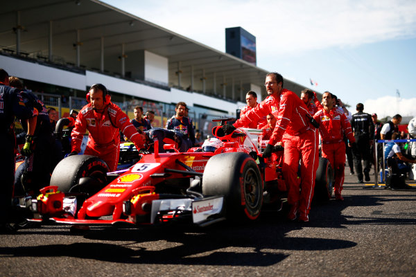 Suzuka Circuit, Japan. Sunday 08 October 2017. Sebastian Vettel, Ferrari SF70H, on the grid. World Copyright: Andy Hone/LAT Images  ref: Digital Image _ONZ3950