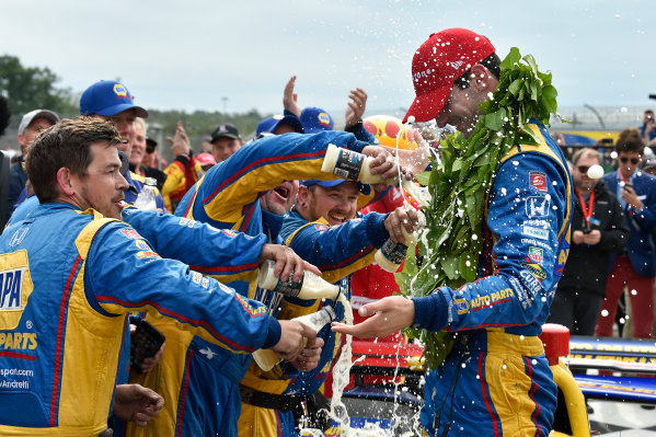 Verizon IndyCar Series IndyCar Grand Prix at the Glen Watkins Glen International, Watkins Glen, NY USA Sunday 3 September 2017 Alexander Rossi, Curb Andretti Herta Autosport with Curb-Agajanian Honda celebrates the win with team in Victory Lane World Copyright: Scott R LePage LAT Images