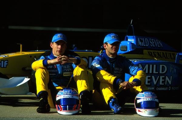 The 2002 Mild Seven Renault F1 team line up: Jenson Button (GBR), left, and Jarno Trulli (ITA), right.Formula One Testing, Barcelona, Spain. 27-31 January 2002.BEST IMAGE