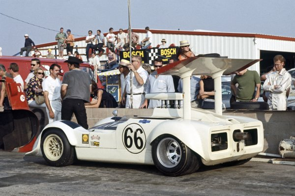 1968 Can-Am Challenge Cup.CanAm race. Riverside, California, United States (USA). 27 October 1968.Jim Hall (Chaparral 2G-Chevrolet), 3rd position, in the pits.World Copyright: LAT PhotographicRef: 35mm transparency 68CANAM06
