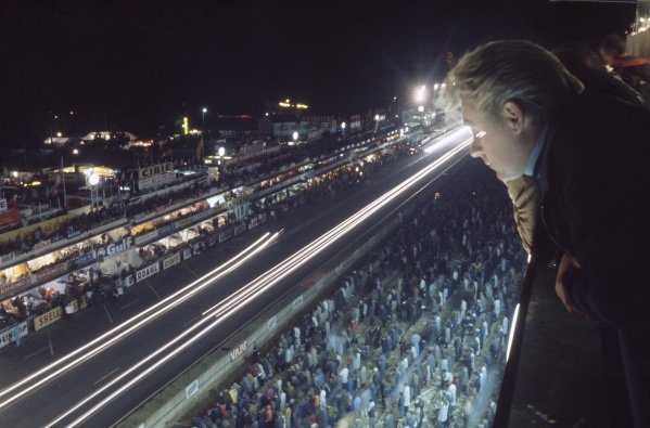1968 Le Mans 24 hours. Le Mans, France. 28-29 September 1968. Spectators watch the pits at night. World Copyright: LAT Photographic Ref: 68LM34