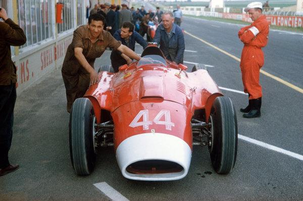 Reims, France. 29/6-1/7 1956. Olivier Gendebien (Lancia-Ferrari D50, long nose version). Ref-56 FRA 13. World Copyright - LAT Photographic
