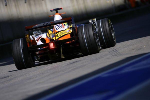 2007 Italian Grand Prix Autodromo di Monza, Monza, Italy. 7th - 9th September 2007. Giancarlo Fisichella, Renault R27. Action. World Copyright: Lorenzo Bellanca/LAT Photographic ref: Digital Image ZD2J7647