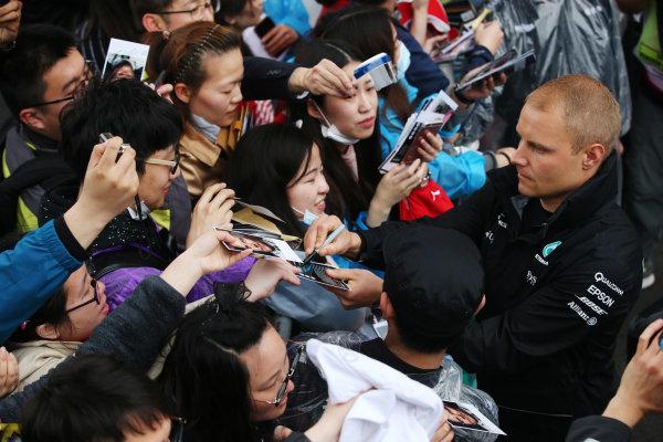 Shanghai International Circuit, Shanghai, China.  Thursday 06 April 2017.  Valtteri Bottas, Mercedes AMG, signs autographs for fans. World Copyright: Charles Coates/LAT Images  ref: Digital Image GJ9R7638