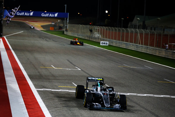 Bahrain International Circuit, Sakhir, Bahrain. Sunday 03 April 2016. Nico Rosberg, Mercedes F1 W07 Hybrid takes the chequered flag to win the race. World Copyright: Glenn Dunbar/LAT Photographic ref: Digital Image _89P0185