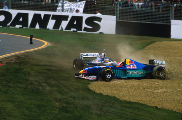 Albert Park, Melbourne, Australia.7-9 March 1997.Jacques Villeneuve (Williams FW19 Renault) has a collision with Johnny Herbert (Sauber C16 Petronas Ferrari) at turn 1 on the opening lap.Ref-97 AUS 07.World Copyright - LAT Photographic