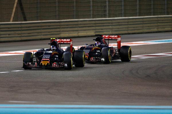 Yas Marina Circuit, Abu Dhabi, United Arab Emirates. Sunday 29 November 2015. Carlos Sainz Jr, Toro Rosso STR10 Renault, leads Max Verstappen, Toro Rosso STR10 Renault. World Copyright: Sam Bloxham/LAT Photographic ref: Digital Image _SBL9130