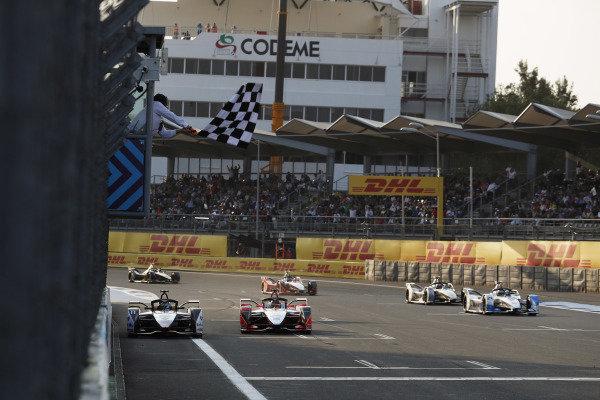 Lucas Di Grassi (BRA), Audi Sport ABT Schaeffler, Audi e-tron FE05, wins the race from Pascal Wehrlein (DEU), Mahindra Racing, M5 Electro