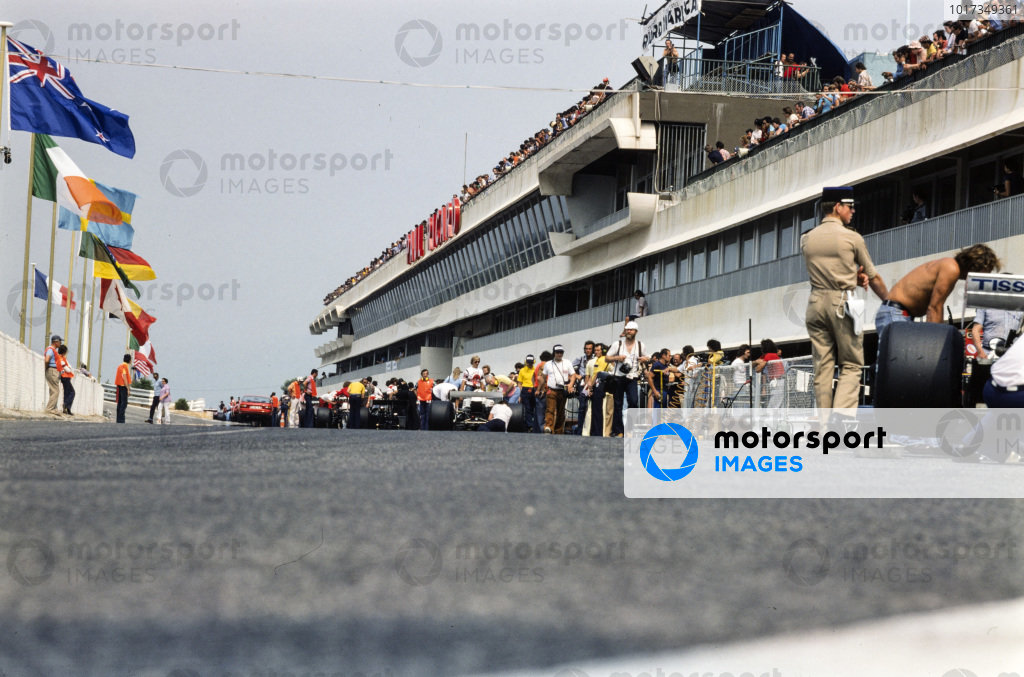 A view of the pit lane, including the Surtees and McLaren teams.