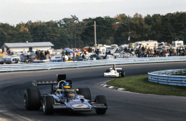 Ronnie Peterson, Lotus 72E Ford leads James Hunt, March 731 Ford.