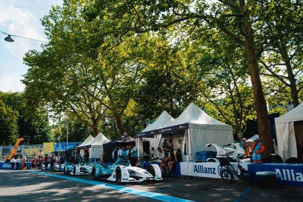 Tom Dillmann (FRA), NIO Formula E Team, NIO Sport 004, Oliver Turvey (GBR), NIO Formula E Team, NIO Sport 004, Antonio Felix da Costa (PRT), BMW I Andretti Motorsports, BMW iFE.18 and Alexander Sims (GBR) BMW I Andretti Motorsports, BMW iFE.18 all wait in the pit lane