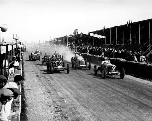 1934 Dieppe Grand Prix. Dieppe, France. 20-22 July 1934. Philippe Etancelin (Maserati 8CM, number 2) leads Clifton Penn-Hughes (Alfa Romeo 8C 2300) and Jose de Villapadierna (Maserati 8CM) at the start of the first heat. He finished in 1st position and won the final as well. A Race Through Time exhibition number 90. World Copyright - LAT Photographic Ref: C4322