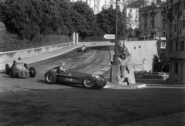 Giuseppe Farina, Alfa Romeo 158, leads Alfredo Pian, Maserati 4CLT-50, and José Froilán González, Maserati 4CLT-48.