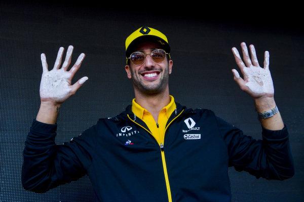 Daniel Ricciardo, Renault hand mould
