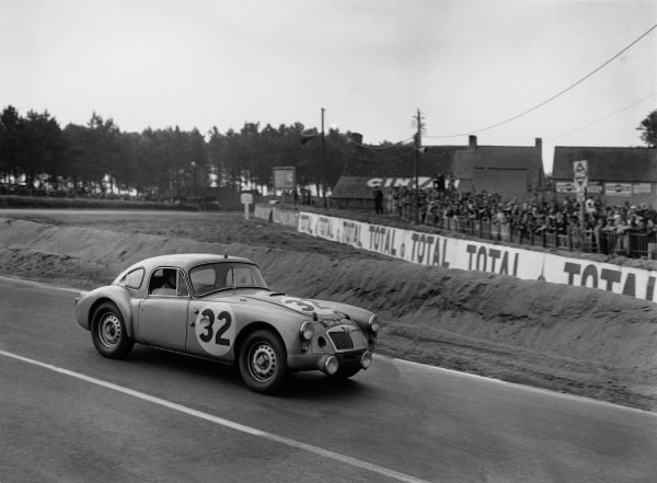 Le Mans, France. 25th - 26th June 1960.Ted Lund/Colin Escott (MG MGA Coupé Twin Cam), 12th position, action. World Copyright: LAT Photographic.Ref:  Autocar Glass Plate C59013