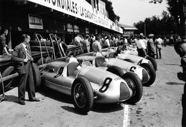 1938 Swiss Grand Prix.  Bremgarten, Berne, Switzerland. 21 August 1938.  The works Auto Union C team in the pits.  Ref: RF38_SUI_48. World Copyright: Robert Fellowes/LAT Photographic