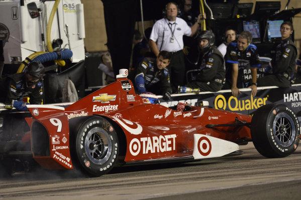 Scott Dixon (NZL) Target Ganassi Racing, makes a pit stop.Verizon IndyCar Series, Rd18, MAVTV 500, Auto Club Speedway, Fontana, USA, 29-30 August 2014.