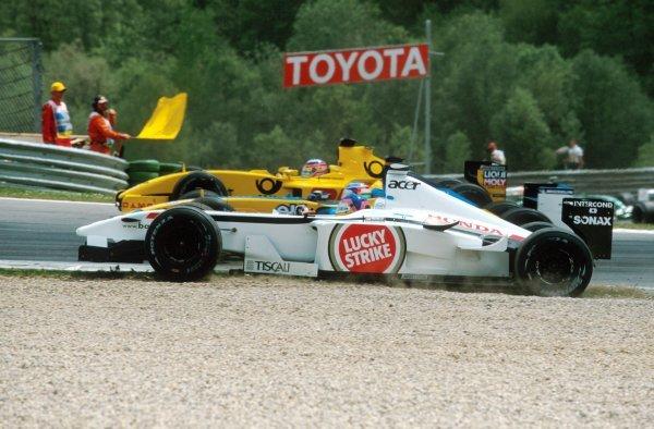 Three wide: Jacques Villeneuve (CDN) BAR Honda 004, foreground, Jarno Trulli (ITA) Renault R202, centre, Takuma Sato (JPN) Jordan Honda EJ12, background.Formula One World Championship, Rd6, Austrian Grand Prix, A1-Ring, Austria. 12 May 2002.BEST IMAGE