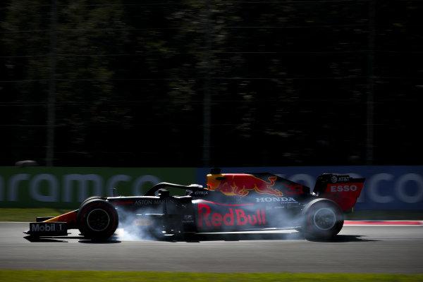Max Verstappen, Red Bull Racing RB16, locks up