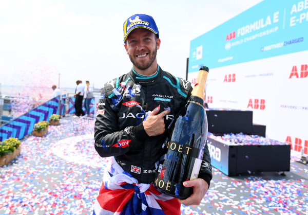 Sam Bird (GBR), Jaguar Racing, 1st position, on the podium with his Champagne