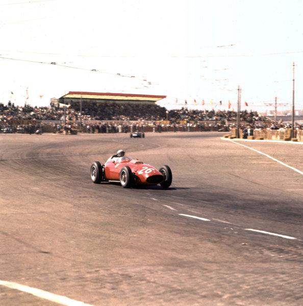 1960 Portuguese Grand Prix.Porto, Portugal.12-14 August 1960.Phil Hill (Ferrari Dino 246).Ref-3/0189.World Copyright - LAT Photographic