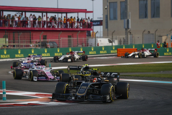 Kevin Magnussen, Haas VF-19, leads Nico Hulkenberg, Renault R.S. 19 and Sergio Perez, Racing Point RP19