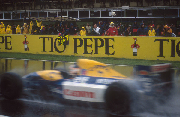 1992 Spanish Grand Prix.Catalunya, Barcelona, Spain.1-3 May 1992.As the pit board shows, Nigel Mansell (Williams FW14B Renault) drove superbly in the wet conditions on his way to 1st position. He had a lead of 27 seconds with two laps to go. Ref-92 ESP 11.World Copyright - LAT Photographic