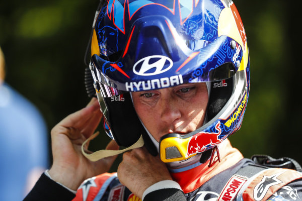 Thierry Neuville prepares himself for action