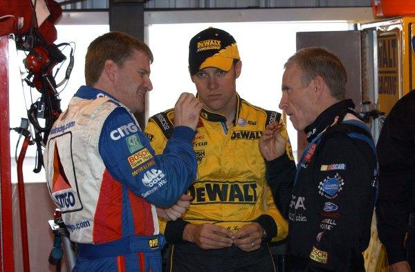 2002 NASCAR,Martinsville Speedway,Virginia,USA,Old Dominion 500, October 18-20, 2002 USA-Jeff Burton,Matt Kenseth and Mark MartinCopyright-Robt LeSieur2002LAT Photographic