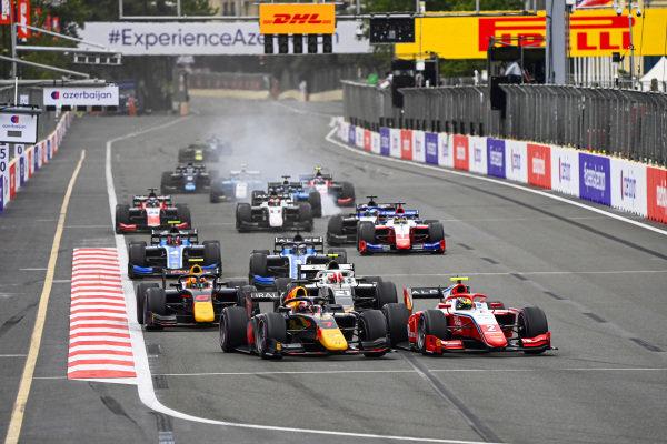 Liam Lawson (NZL, Hitech Grand Prix) and Oscar Piastri (AUS, Prema Racing) battle