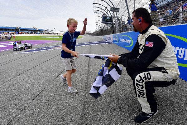 #4: Kevin Harvick, Stewart-Haas Racing, Ford Mustang Mobil 1 celebrates after winning, Keelan Harvick