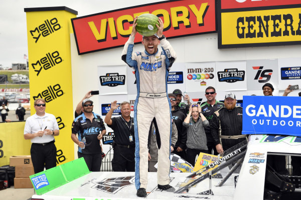 #44: Ross Chastain, Niece Motorsports, Chevrolet Silverado TruNorth/Paul Jr. Designs celebrates in victory lane