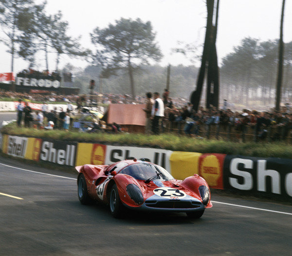 Le Mans, France.10th - 11th June 1967.Richard Attwood/Piers Courage (Ferrari 330P3/P4) action.Ref: 2942. World Copyright - LAT Photographic