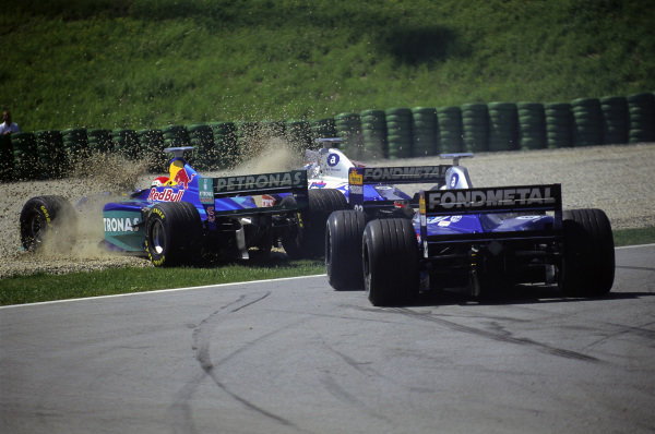 Johnny Herbert, Sauber C17 Petronas, and Esteban Tuero, Minardi M198 Ford, crash at the start ahead of Shinji Nakano, Minardi M198 Ford.