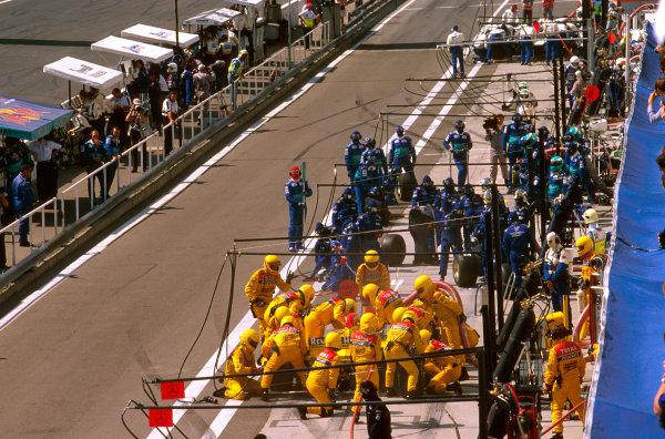 Hungaroring, Hungary.8-10 August 1997.The Jordan and Stewart teams take a pitstop.Ref-97 HUN 07.World  Copyright - LAT Photographic
