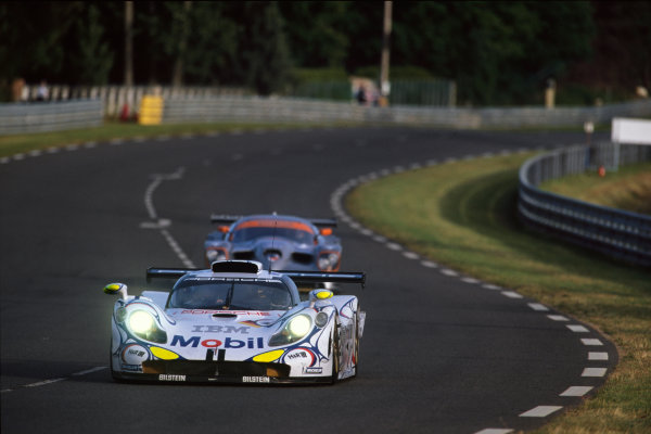 Le Mans, France. 6th - 7th June 1998.Jorg Muller/Uwe Alzen/Bob Wollek (Porsche 911 GT1-98), 2nd position, action. World Copyright: LAT Photographic.Ref: 98LM11.