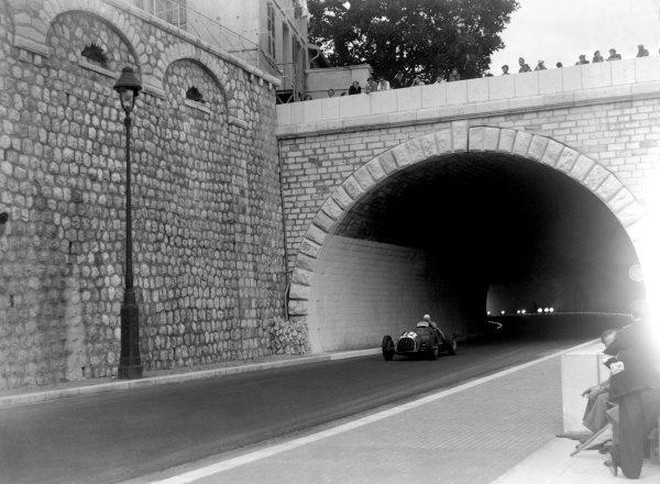 1950 Monaco Grand Prix.Monaco, Monte Carlo. 21st May 1950.Luigi Villoresi (Ferrari 125). Ref-C26721.World Copyright: LAT Photographic