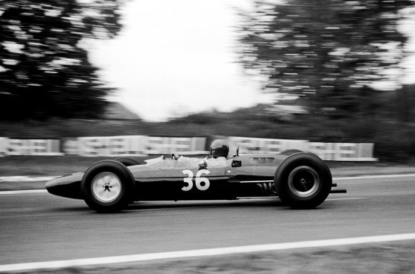 The No.36 Reg Parnell Lotus 25 was practised by Peter Revson (USA), but raced to eighth place by Mike Hailwood (GBR) who raced on Sunday having returned from winning the Dutch TT at Assen the previous day. French Grand Prix, Rouen-les-Essarts, 28 June 1964.