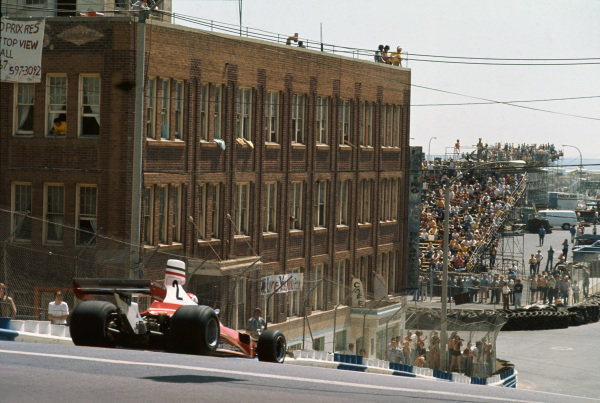 Long Beach, California, USA. 26th - 28th March 1976. Clay Regazzoni (Ferrari 312T), 1st position, action.  World Copyright: LAT Photographic.  Ref: 76LB40.