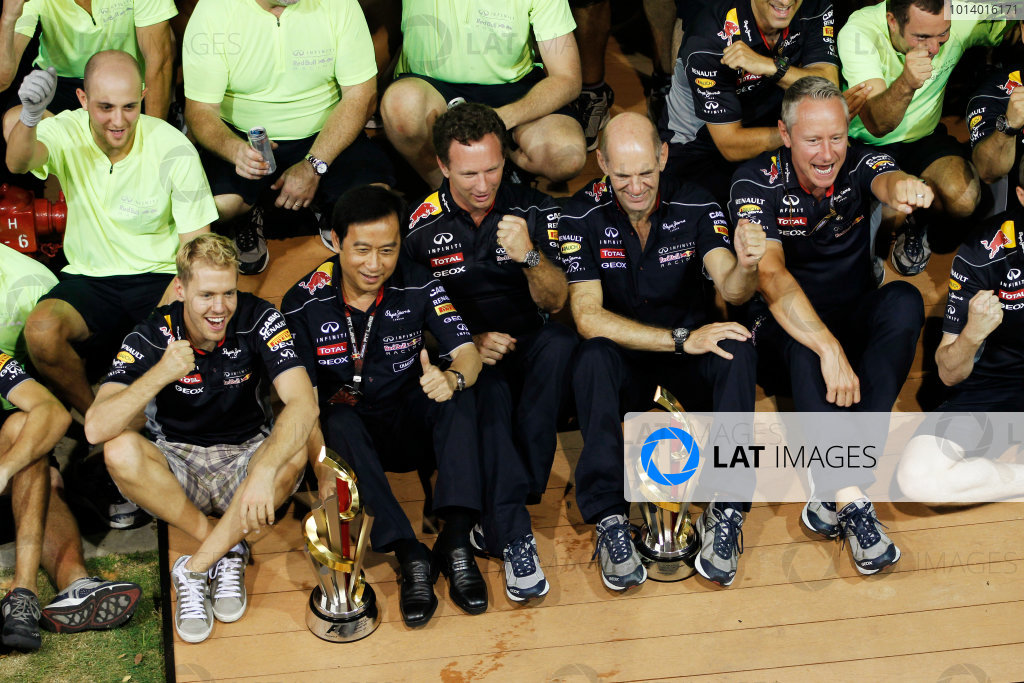 Marina Bay Circuit, Singapore. Sunday 22nd September 2013.  Red Bull Racing celebration team photo.  World Copyright: Jed Leicester/LAT Photographic. ref: Digital Image _JEL3312